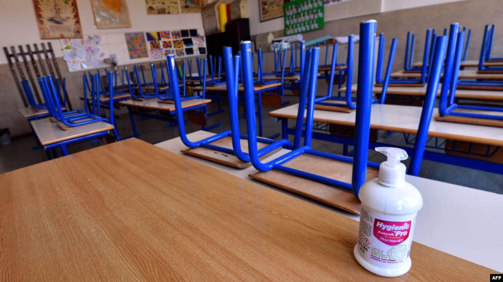 Hoće li se učenici u septembru vratiti u školske klupe?