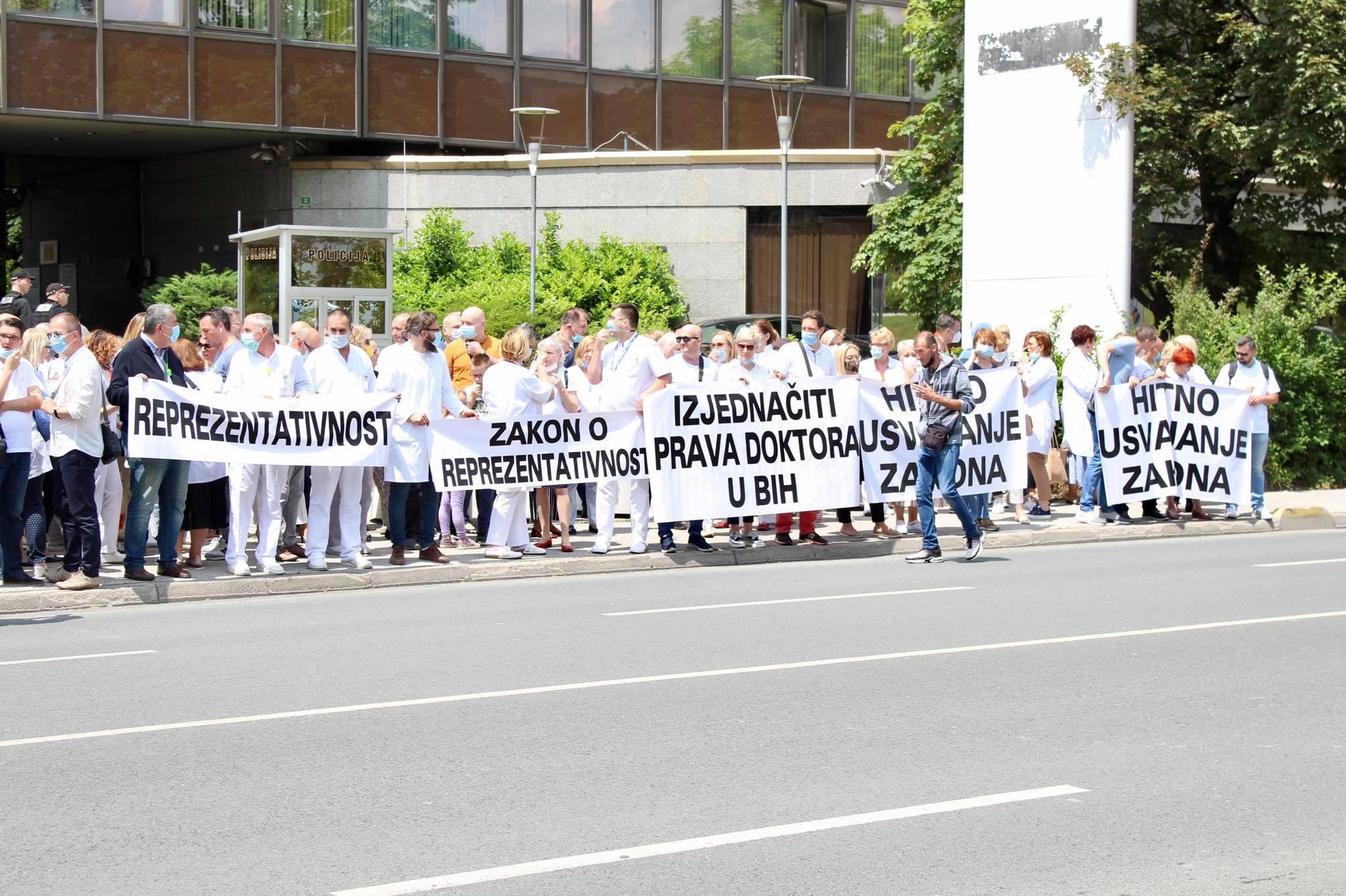 Doktori iz FBiH ponovo izlaze na proteste, pripremaju štrajk